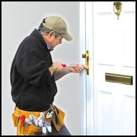 Beragadt ajtózár kinyitása